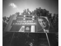 Üzenőember (Tatabánya, 2014. május) (Papír lyukkamera, B&W 100 film)
