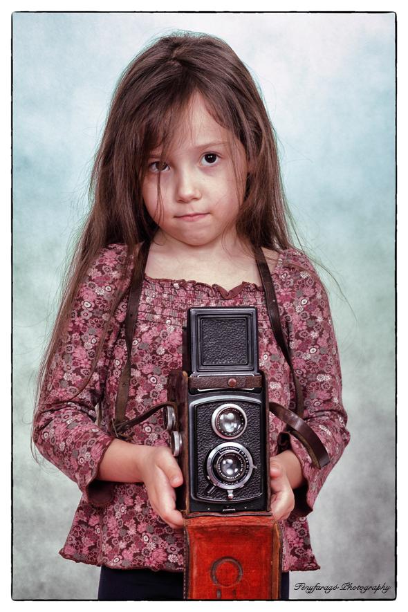 A kis fotográfus (Gyermekfotózás - Fényfaragó Photography)