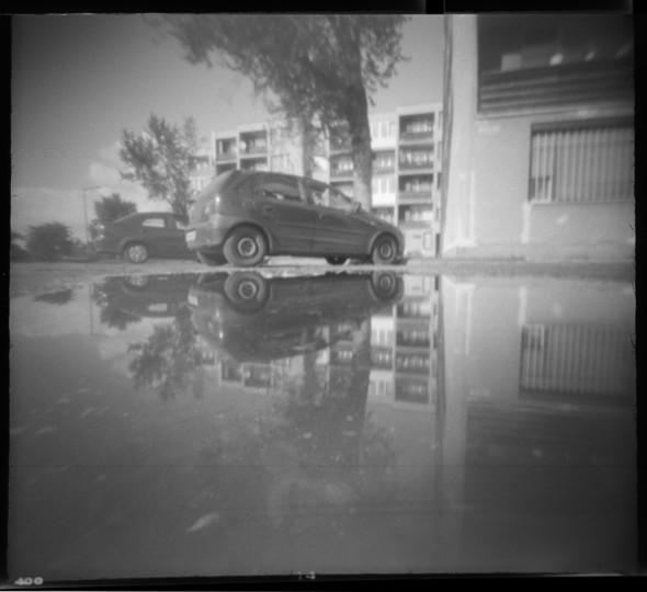 Tükör-kép (Tatabánya, 2014. május)  Papír lyukkamera, 400 B&W film