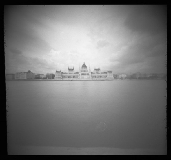 Parlament (Budapest, 2014. május 18.) (Papír lyukkamera, B&W 100 film)