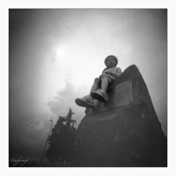 Kincső (Tihany, 2014. május 25.) (Papír lyukkamera, B&W 100 film)