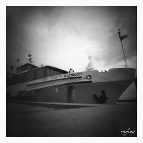 Hajó (Tihany, 2014. május 25.) (Papír lyukkamera, B&W 100 film)
